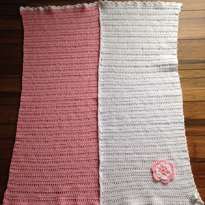 Pink & white blanket with flower 155KB a